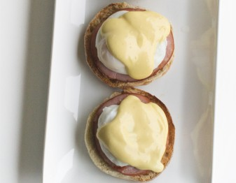 The No-Fuss Guide to Making Eggs Benedict for Your Brunch Pals