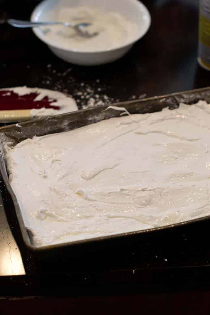 Spread evenly marshmallow mixture in pan.