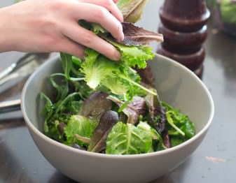 How to Choose the Right Greens for a Salad Dressing