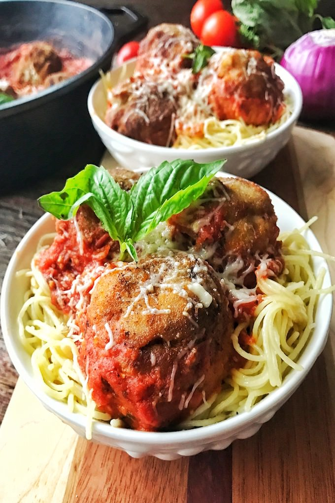 Who loves spaghetti and meatballs? Who loves Chicken Parmesan? Mix them together tonight for this amazing Chicken Parmesan Spaghetti and Meatballs. It's the best!