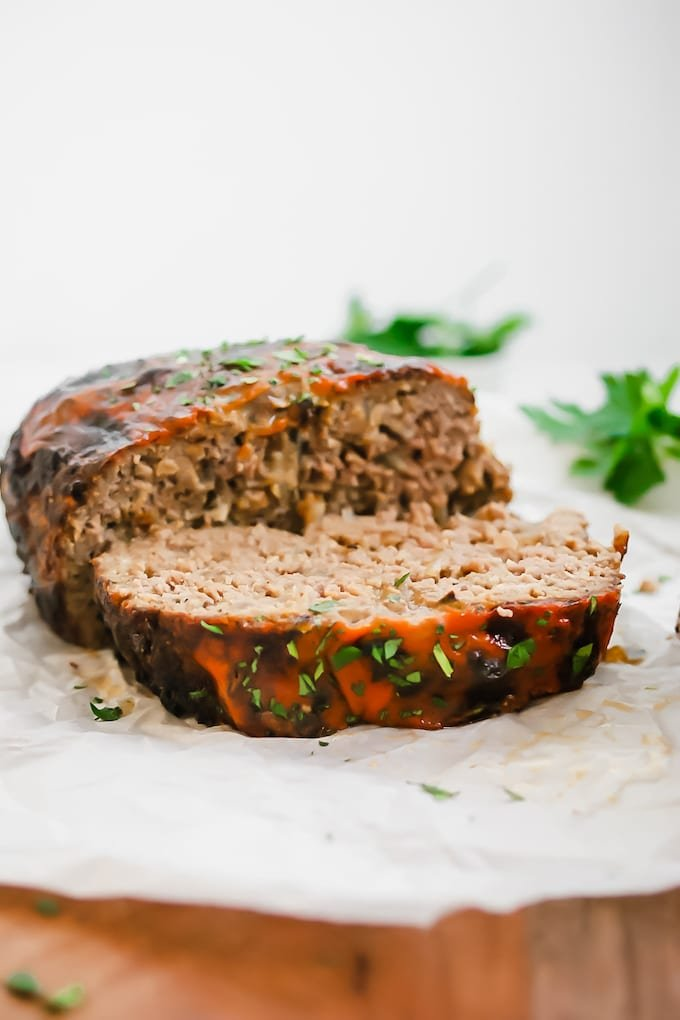 We're comparing Instant Pot Meatloaf and Air Fryer Meatloaf to give you all the deets you need to decide which one to make. The answer's easy - this one!