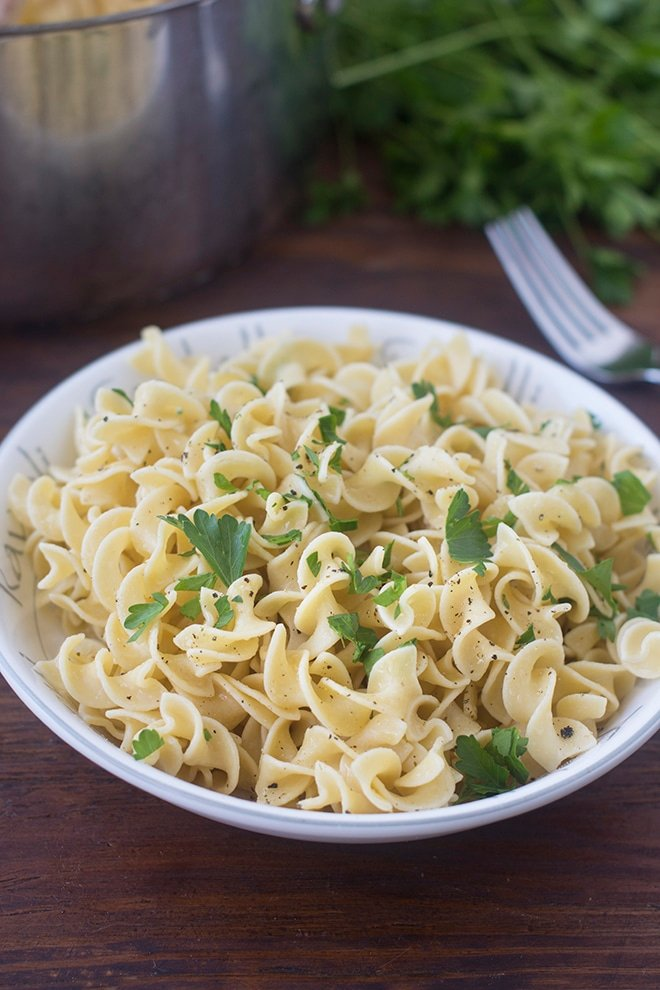 Whether you're making beef stroganoff and need something for under all that tasty sauce, or you're just making a quick side dish, buttered noodles are a great go to.